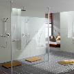 На фото: модель Walk-in-shower FREE от фабрики Kermi.