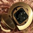 На фото: модель 1 круглая розетка с крышкой от фабрики Meljac.