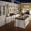 кухня премиум Solaria Laccata Verde Flow от компании Tomassi.