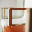 На фото: модель Hallway Chair 403 от фабрики Artek, дизайн Aalto Alvar.