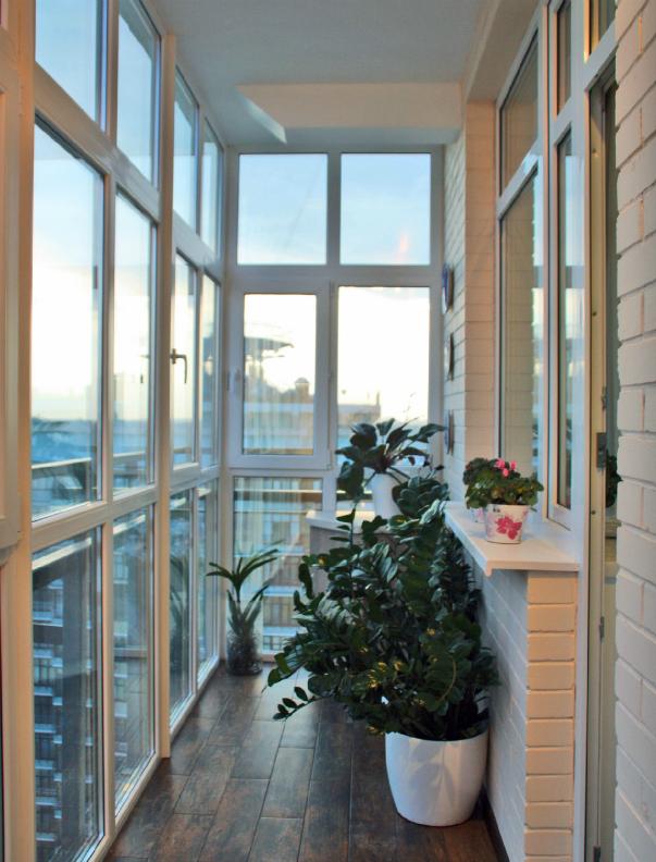 Лоджия с панорамными окнами дизайн фото