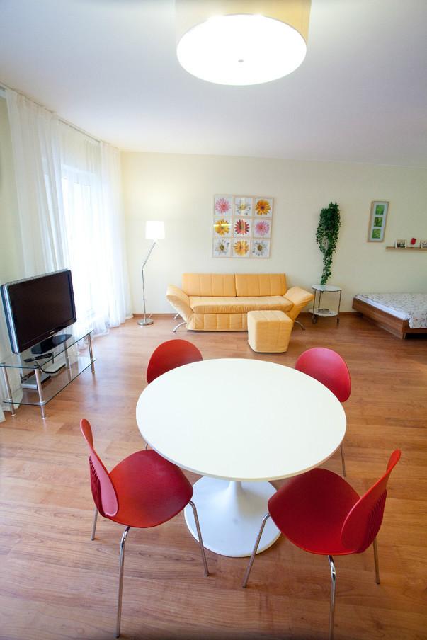Дизайн кухни 10 метров с диваном