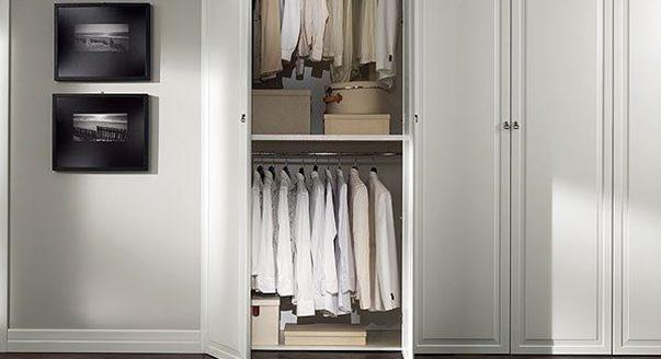Дверь на петлях для шкафа
