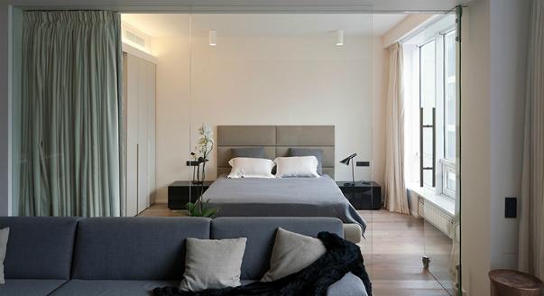 Фото спальни и гостиной размещённых в соседних зонах