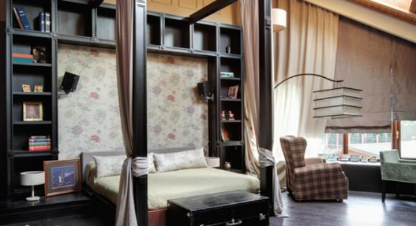 Интерьер комнаты с библиотекой
