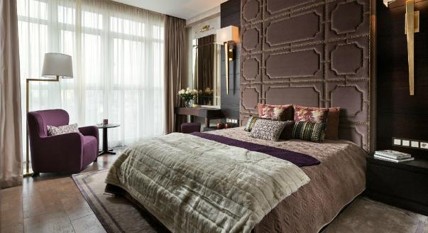 Оформление мягкого изголовья кровати в спальне