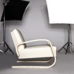 На фото: кресло ARMCHAIR 400 от фабрики Artek.