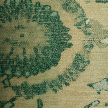 На фото: проект «Изумруд и бронза», обои О-Design / Cole&Son, коллекция Geometric, Labyrinth.