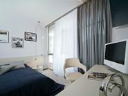 Интерьер в узкой спальне фото