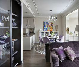 Лавандовый ар-деко в квартире ценителей живописи