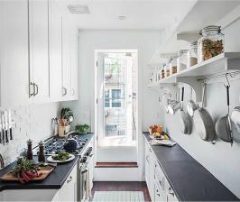 Как обустроить двухрядную кухню