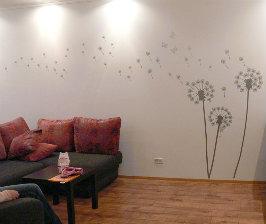 Чем украсить пустую стену?