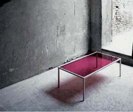 <strong>26</strong>  столов со стеклянной столешницей