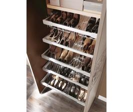 <strong>13</strong> идей хранения обуви в гардеробной