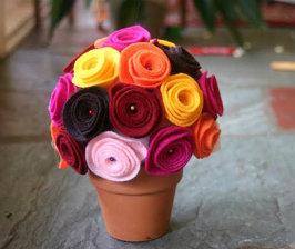 Горшок с розами из фетра