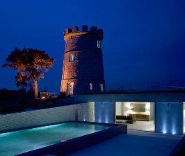 Англия: дом в старинной башне