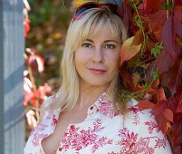 Анна Муравина о вещах с историей и домашних библиотеках