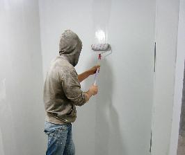 Шаг 17. Шпатлюем стены и потолок