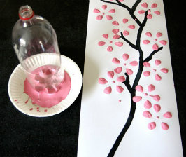 Панно «сакура»: рисуем бутылкой