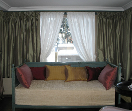 Выбираем простейшие шторы: на ленте, на люверсах...