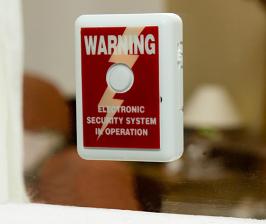 Внутренняя защита окна: датчики и сигнализация