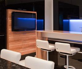 Где лучше разместить телевизор на кухне?