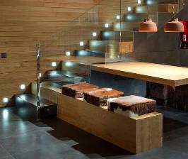 О чем подумать, планируя освещение интерьерной лестницы