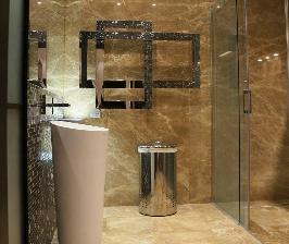 Интерьер в деталях: ванная комната и бассейн на террасе