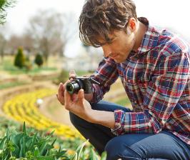 Sony выпускает фотокамеру карманного размера