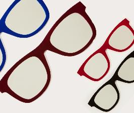Meritalia учит носить очки на стене