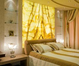 Золотисто-розовая спальня с отделкой из оникса: архитектурное бюро LINE8