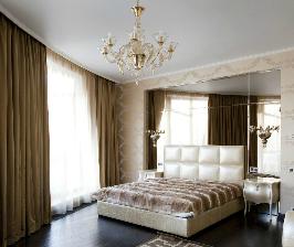 Элегантная просторная спальня в стиле ар-деко – игра отражений: дизайнер Олег Бахметьев