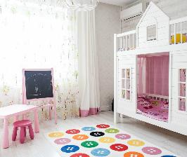 Дерево и цвет: бюджетный стиль в небольшой квартире