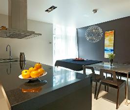 Кухня с черной полировкой: дизайнер Денис Турыгин
