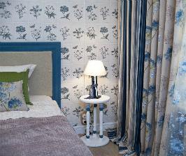 Просторная спальня с потолком 2,4 метра: никаких фокусов