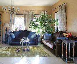Гостиная «с душой» в загородном доме под Санкт-Петербургом: дизайнер Наталья Шерстнева