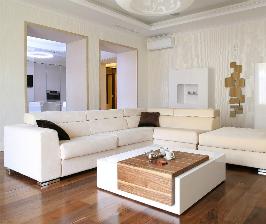 Квартира в белых тонах с минимумом мебели и декора: дизайнер Наталья Шерстнева