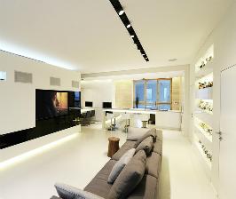 Минимализм и цветы в интерьере квартиры: дизайн архитектурного бюро SL Project