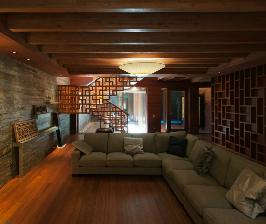 Трехэтажный загородный дом из дерева: дизайнер Тотан Кузембаев
