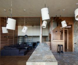 Многоуровневая квартира с огромной высотой потолков: дизайнер Пётр Костёлов
