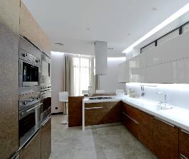Просторная отдельная кухня: дизайнер Иван Юнаков