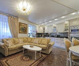 Классическая светлая кухня: дизайнер Ольга Вареник