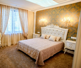 Спальня в золотистых оттенках: дизайнер Юлия Нечаева