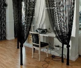 Черно-белая гостиная-кабинет: дизайнер Ирина Хихол