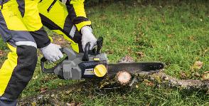 Kärcher пилит дрова и удаляет мусор