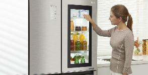 LG заглядывает в холодильник через «окошко»