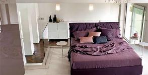 Спальня в комнате неправильной формы