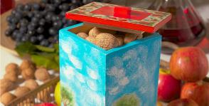Декупаж: коробка в стиле примитивизма