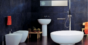 Интерьер просторной ванной комнаты
