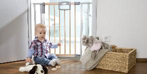 Дом, безопасный для детей: заглушки, поручни, системы слежения